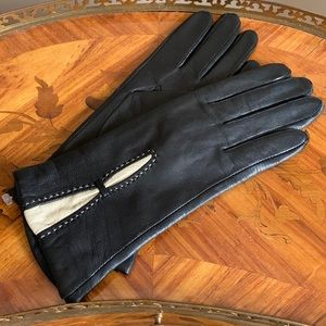 NWOT Women's leather gloves (Size S)
